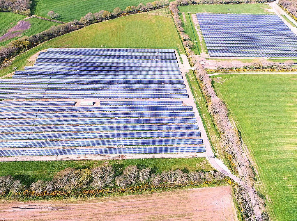 The picture shows the 4.998 MWp solar park in East Farm.