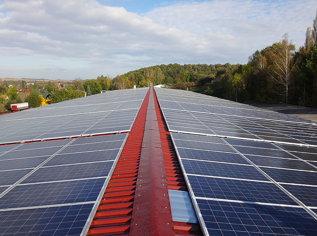 The picture shows a pv roof system in Werdau.